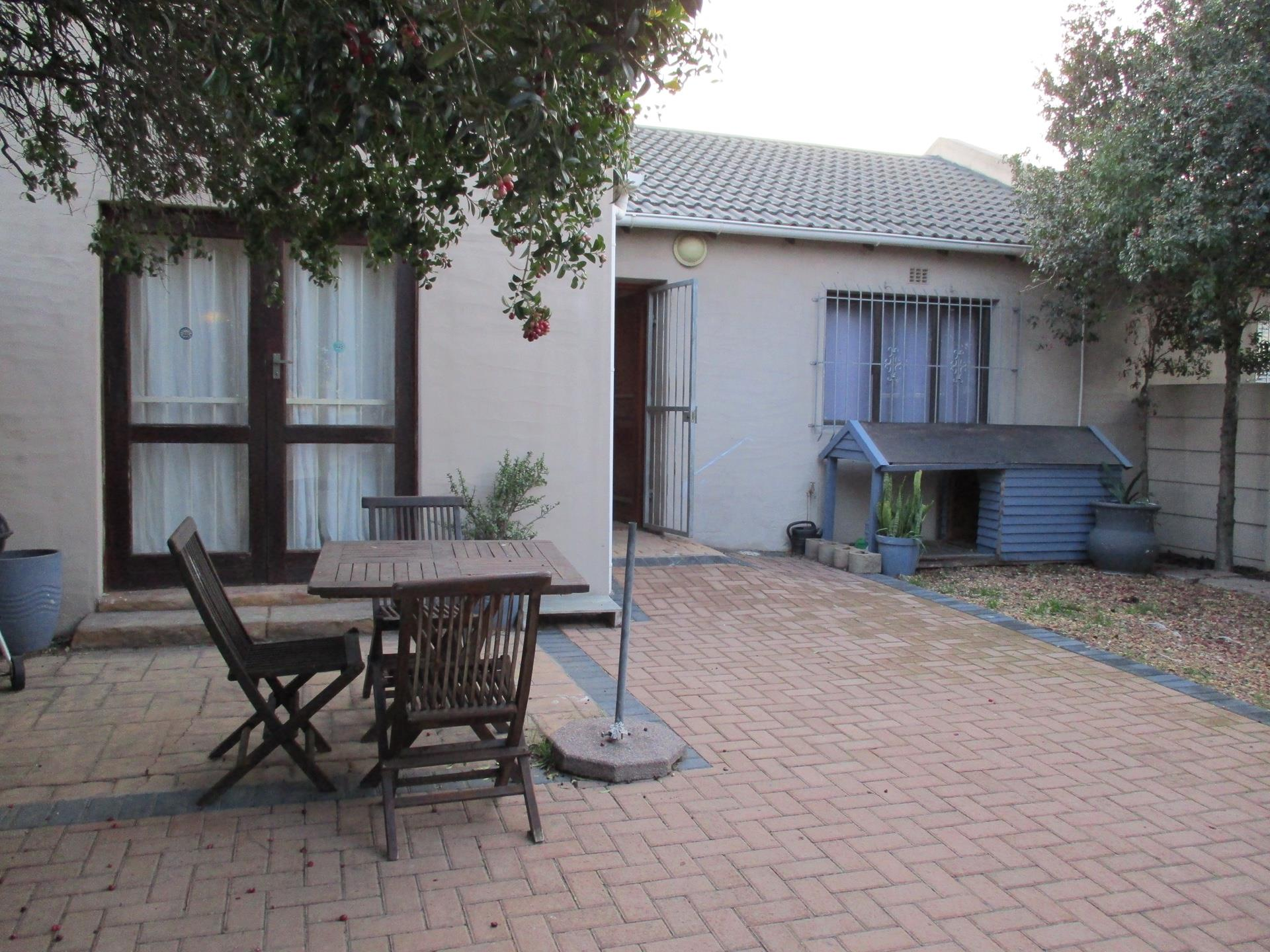 2 Bedroom House For Sale in Edgemead