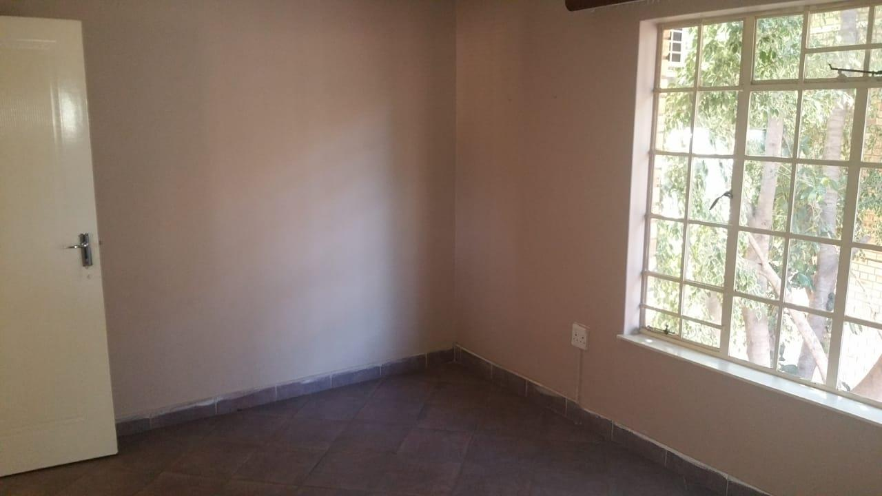 3 Bedroom House To Rent in Safari Gardens