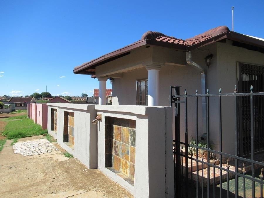 3 Bedroom House For Sale in Sebokeng Zone 7 | RE/MAX™ of ...