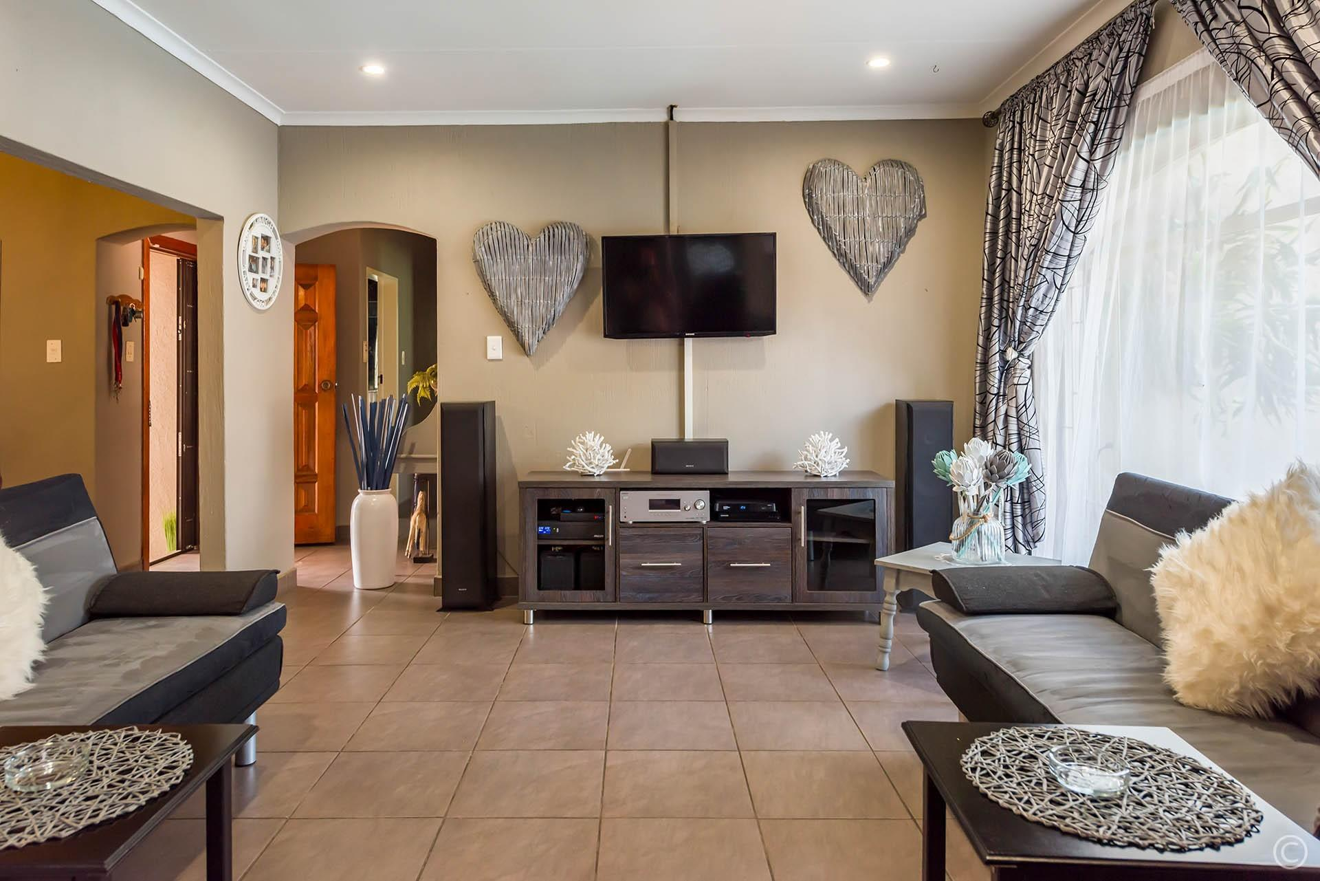 3 Bedroom House For Sale in Falcon Ridge