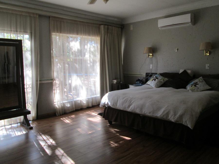 5 Bedroom House For Sale in Three Rivers East