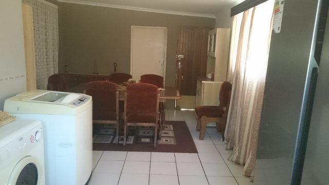 6 Bedroom House For Sale in Unitas Park