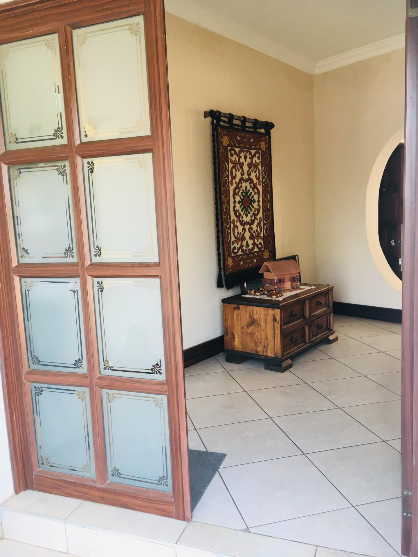 6 Bedroom House For Sale in Arcon Park
