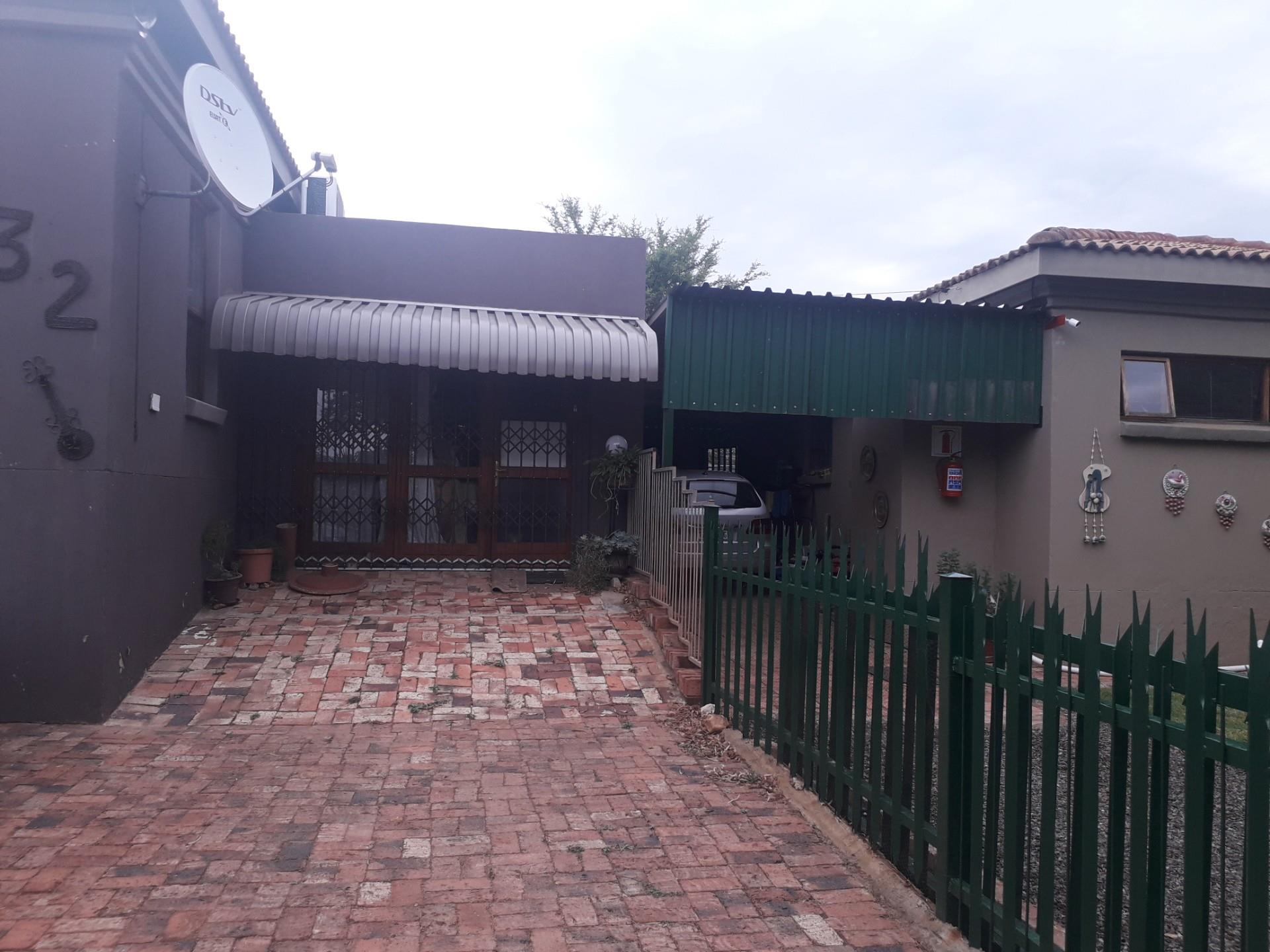 3 Bedroom House For Sale in Vaaloewer