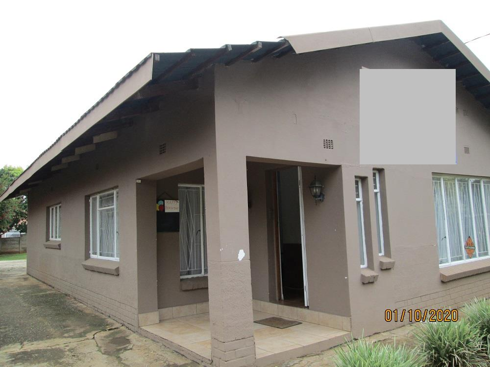 4 Bedroom House For Sale in Three Rivers Proper