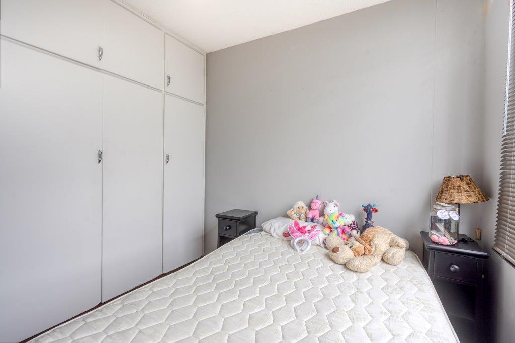 2 Bedroom Flat For Sale in Essenwood