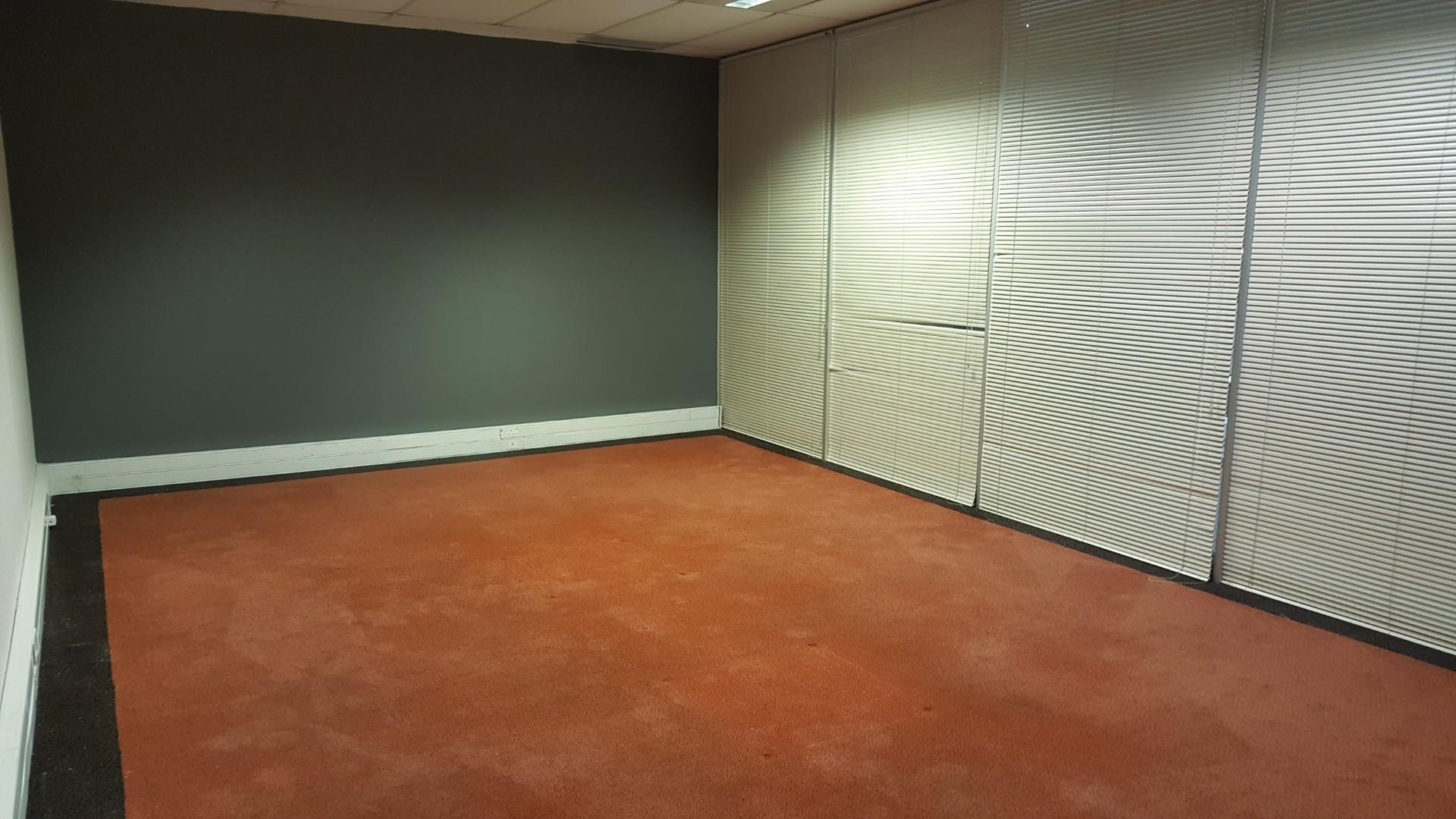 Commercial Property in Somerset Park To Rent