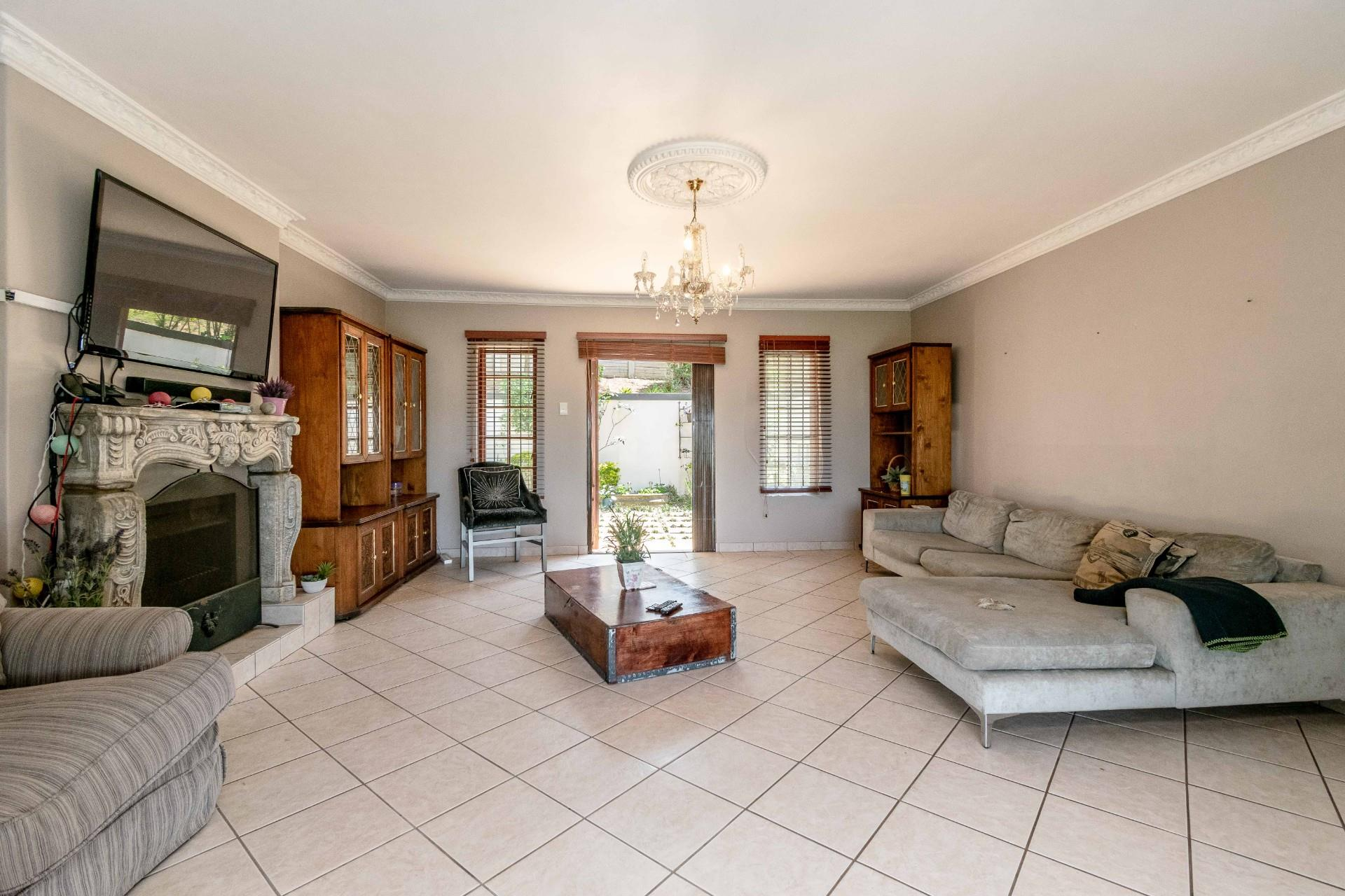 4 Bedroom House For Sale in Assagay