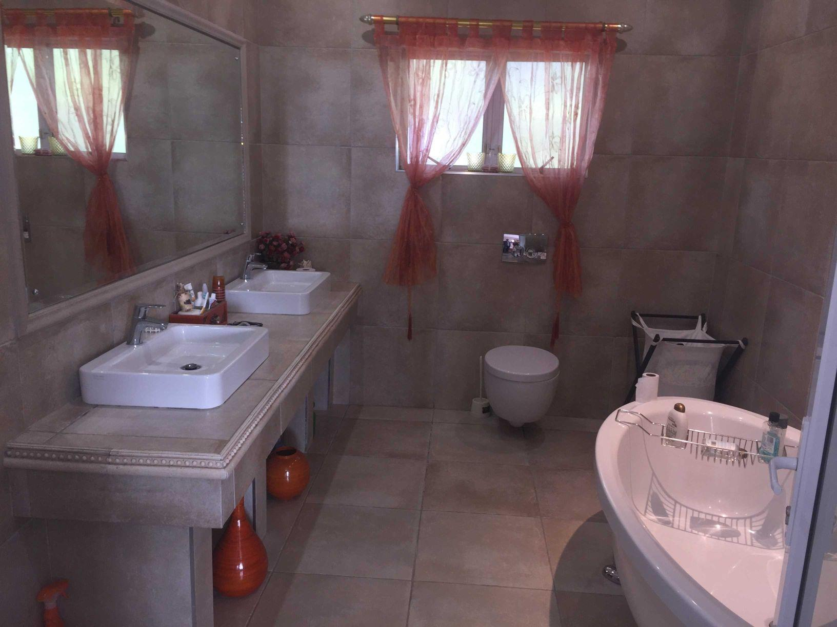 8 Bedroom House For Sale in La Lucia