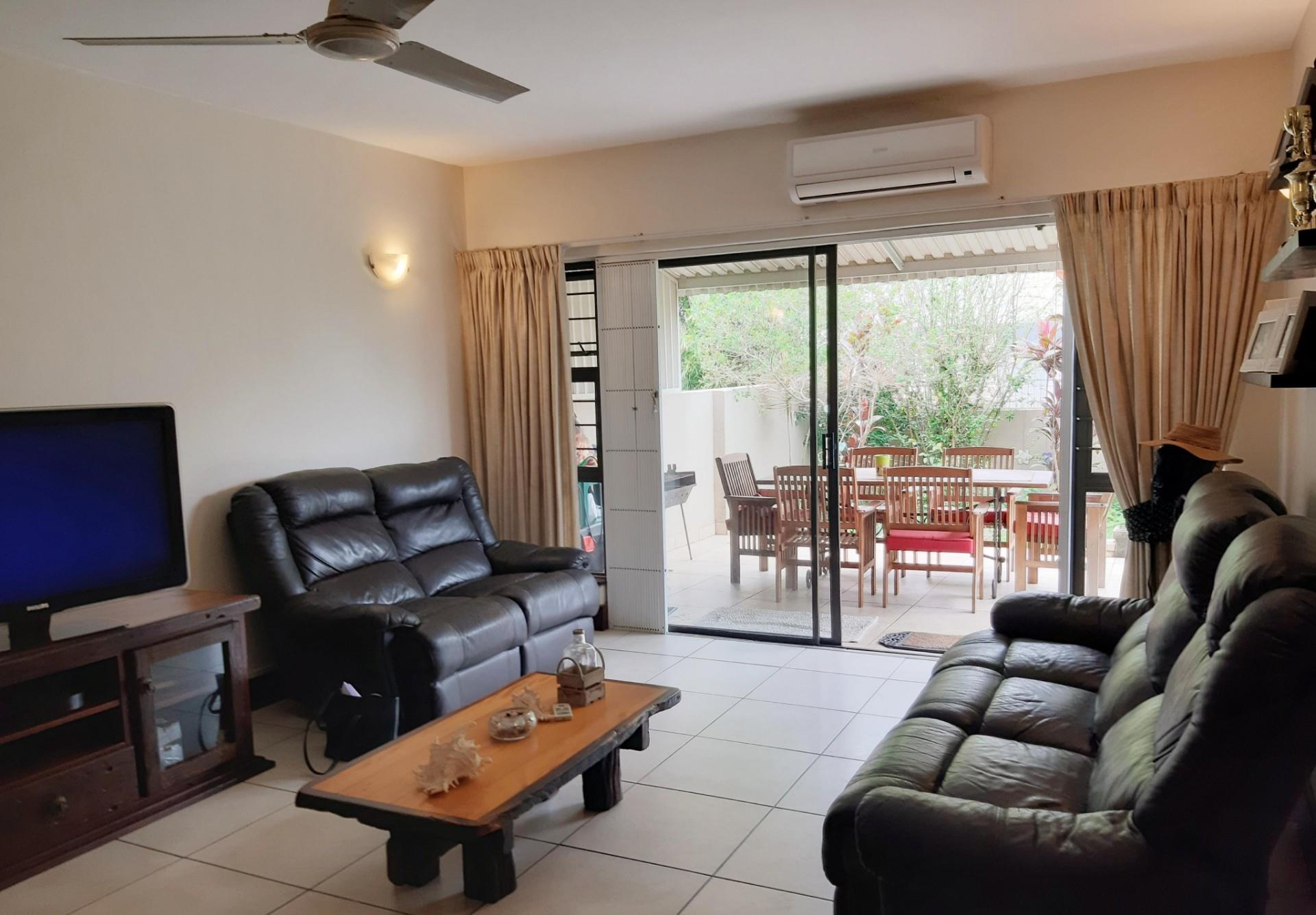 2 Bedroom Simplex For Sale in Umhlanga Rocks