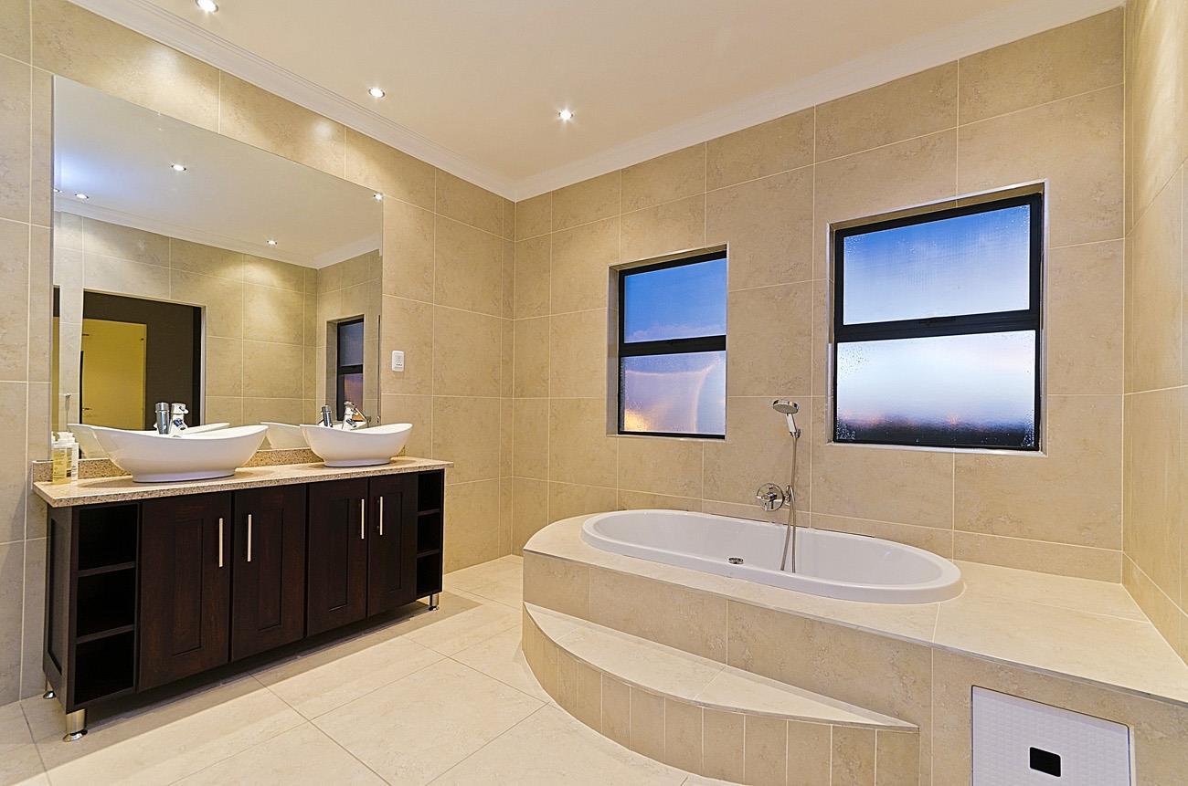 5 Bedroom House To Rent in Copperleaf Estate