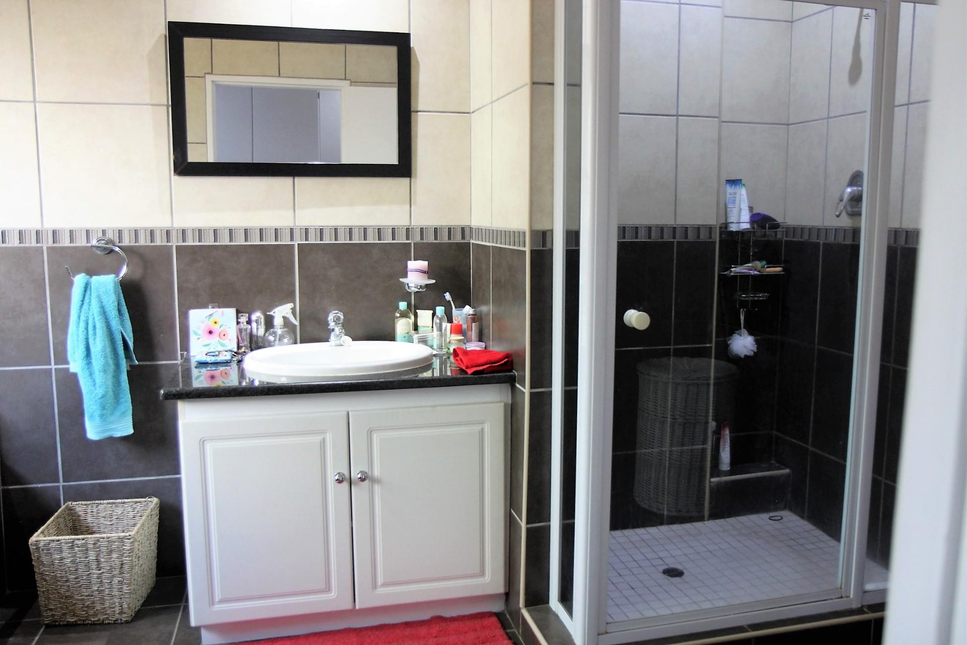 3 Bedroom Townhouse To Rent in Midstream Estate