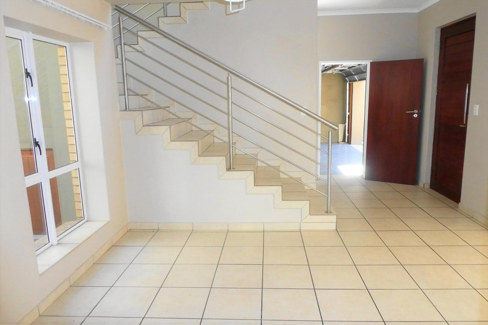 3 Bedroom Townhouse To Rent in Midstream Estate