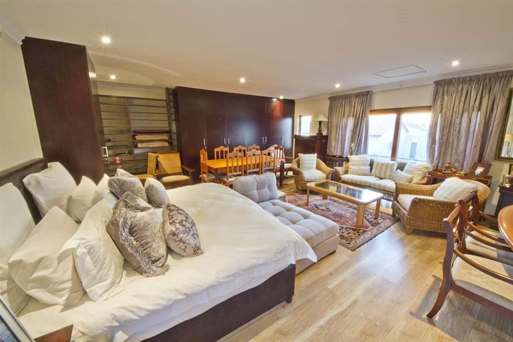 6 Bedroom Cluster For Sale in Broadacres