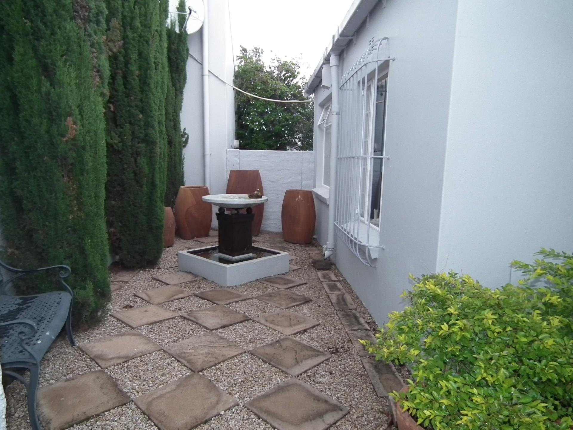 3 Bedroom Simplex For Sale in Lonehill