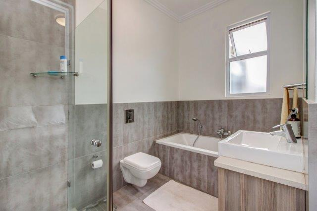 3 Bedroom Apartment / Flat For Sale in Bryanston