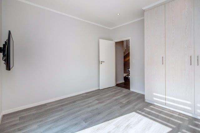 4 Bedroom House For Sale in Bryanston