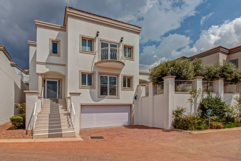 4 Bedroom House For Sale in Hyde Park