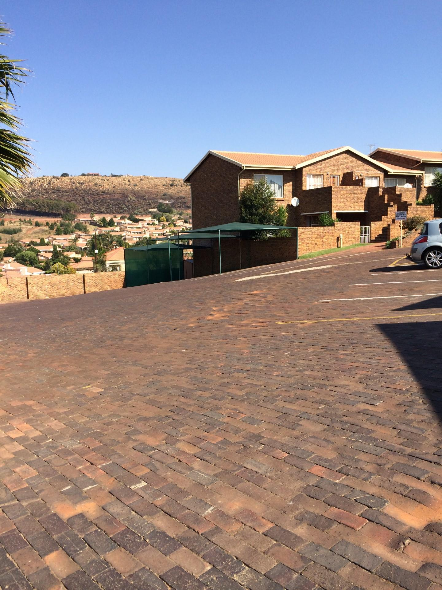 2 Bedroom Townhouse To Rent in Krugersdorp Central