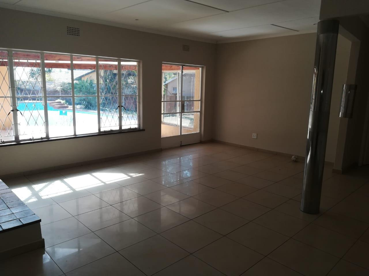 4 Bedroom House For Sale in Constantia Kloof