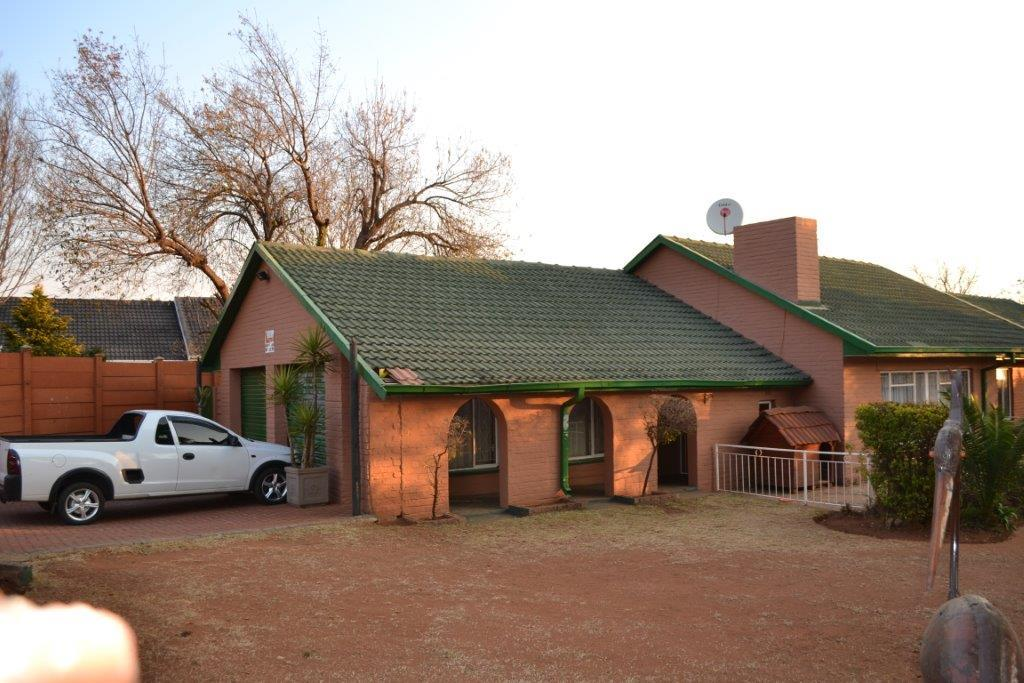 4 Bedroom House To Rent in Randfontein Central