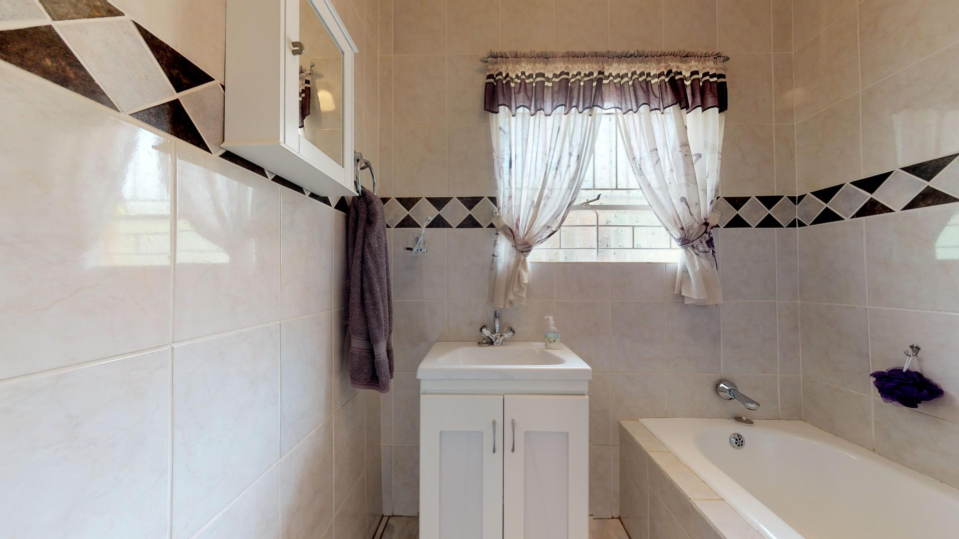 4 Bedroom House For Sale in Kenmare