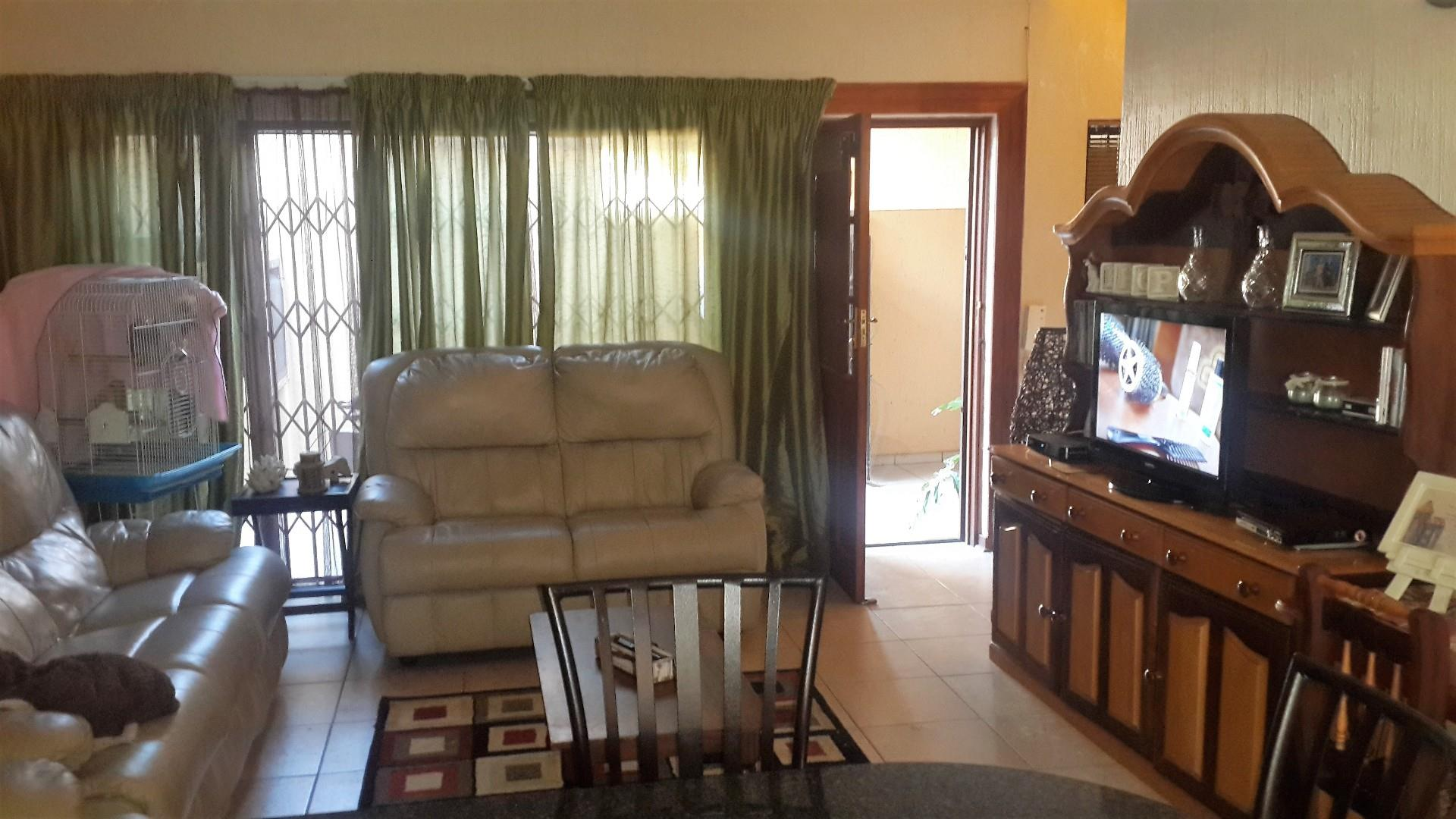 2 Bedroom Townhouse For Sale in Three Rivers Proper