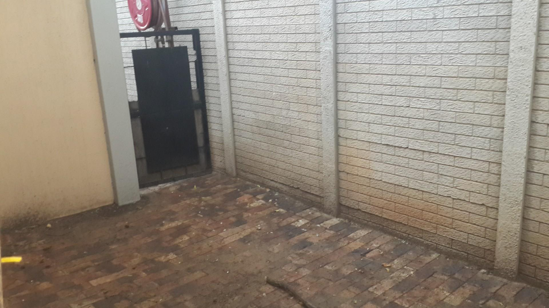 2 Bedroom House For Sale in Three Rivers Proper