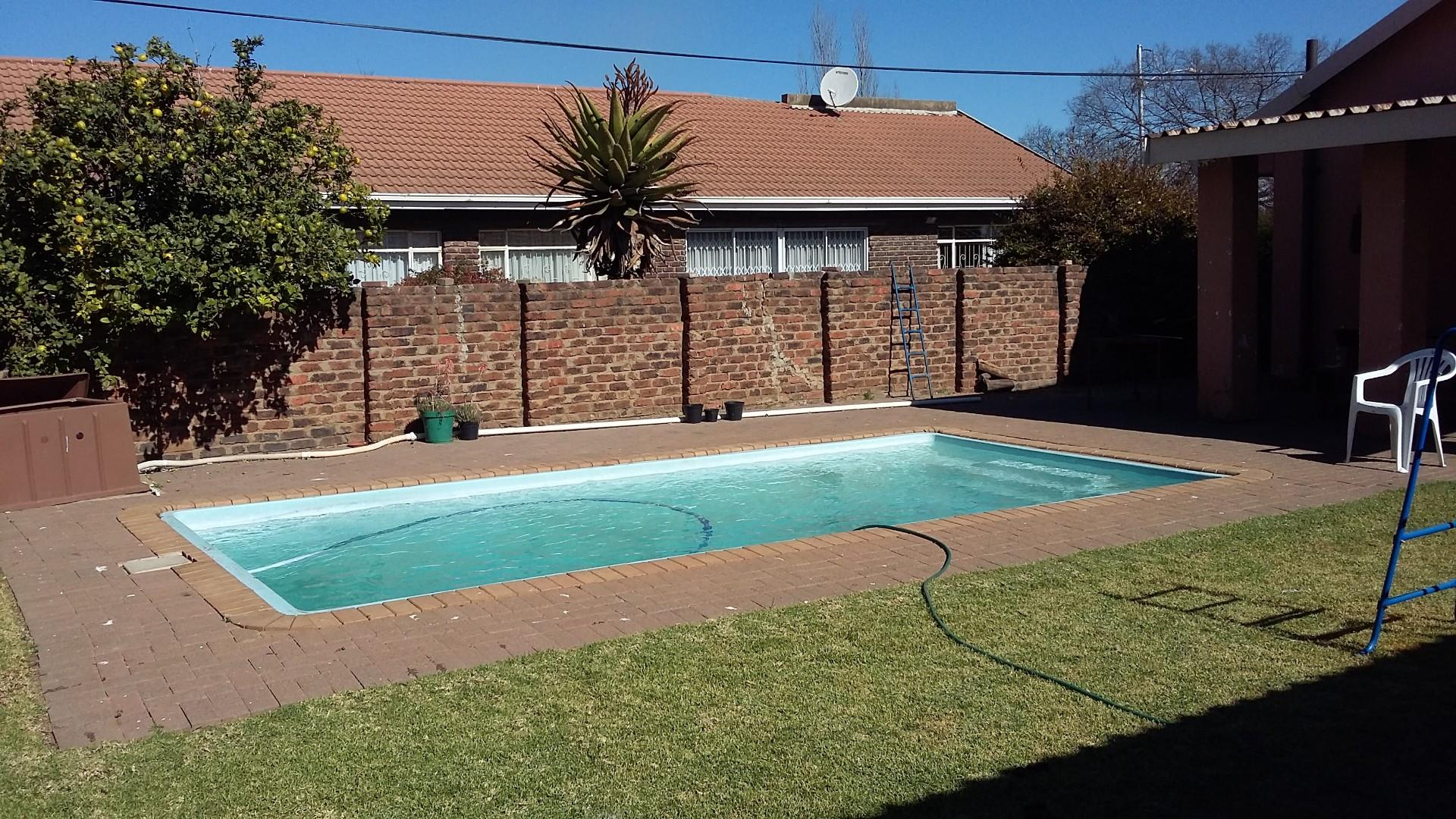 4 Bedroom House For Sale in Arcon Park