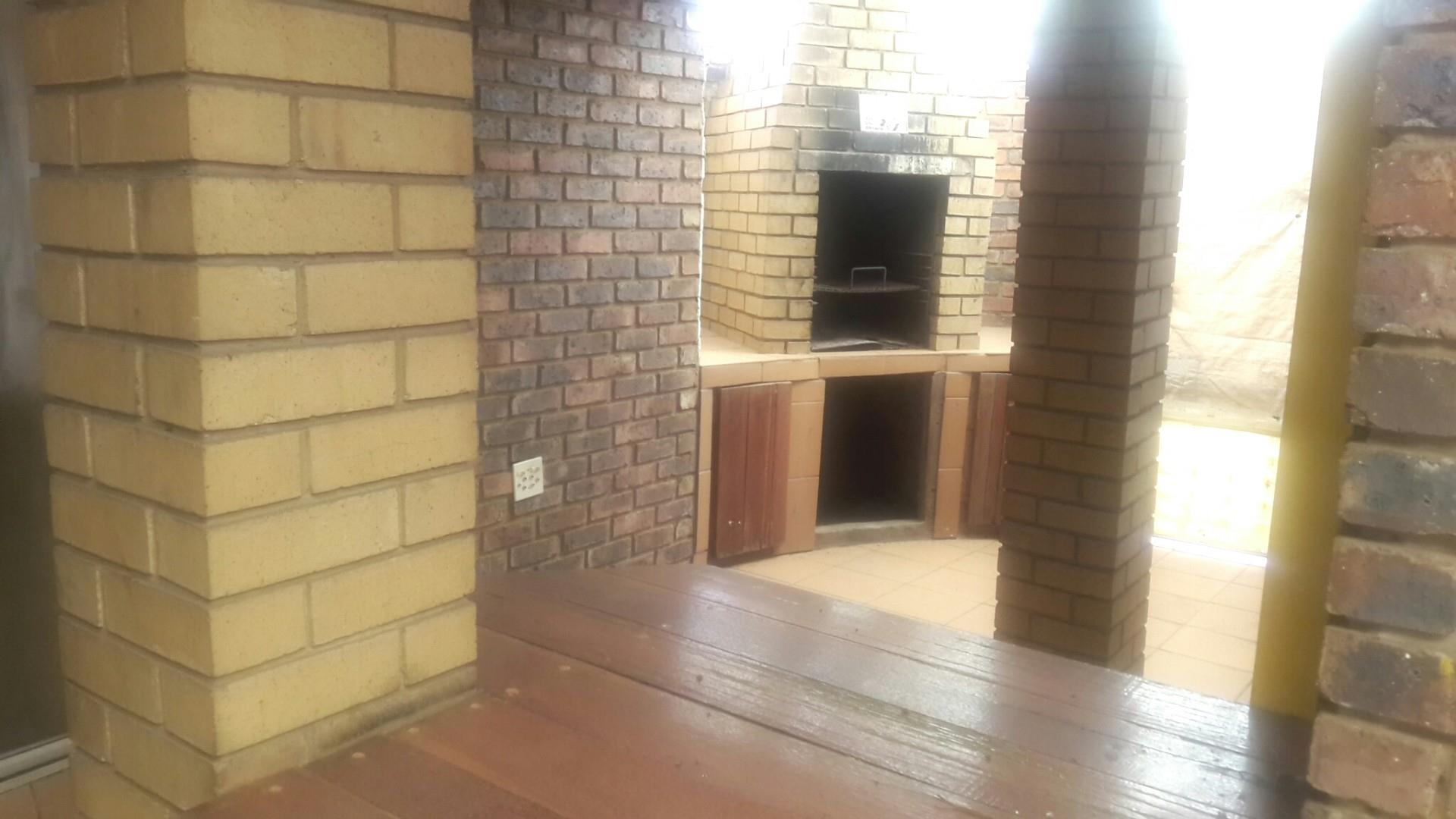 3 Bedroom House For Sale in Unitas Park