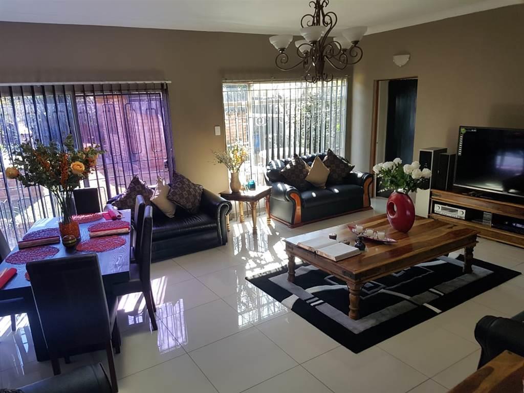 , House, 5 Bedrooms - ZAR 2,100,000
