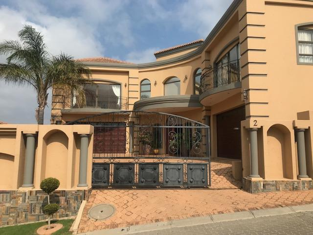 , House, 5 Bedrooms - ZAR 4,650,000