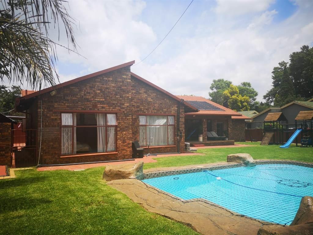 , House, 3 Bedrooms - ZAR 1,650,000