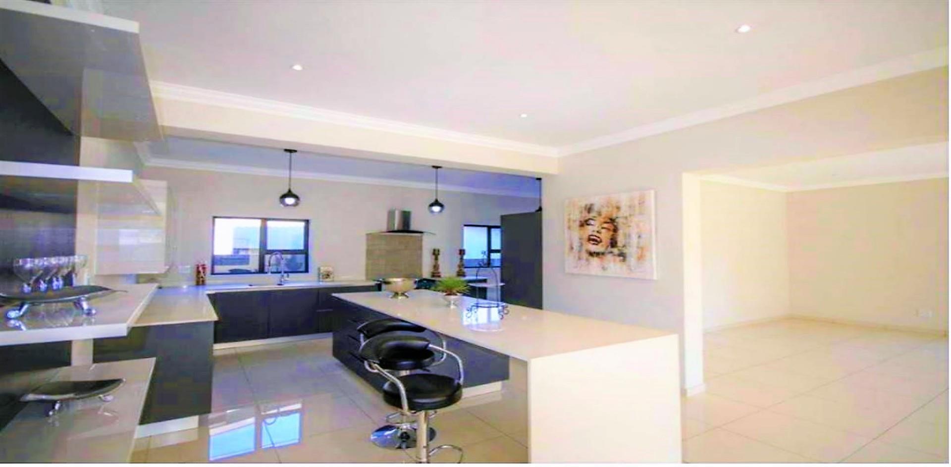 , House, 5 Bedrooms - ZAR 4,200,000