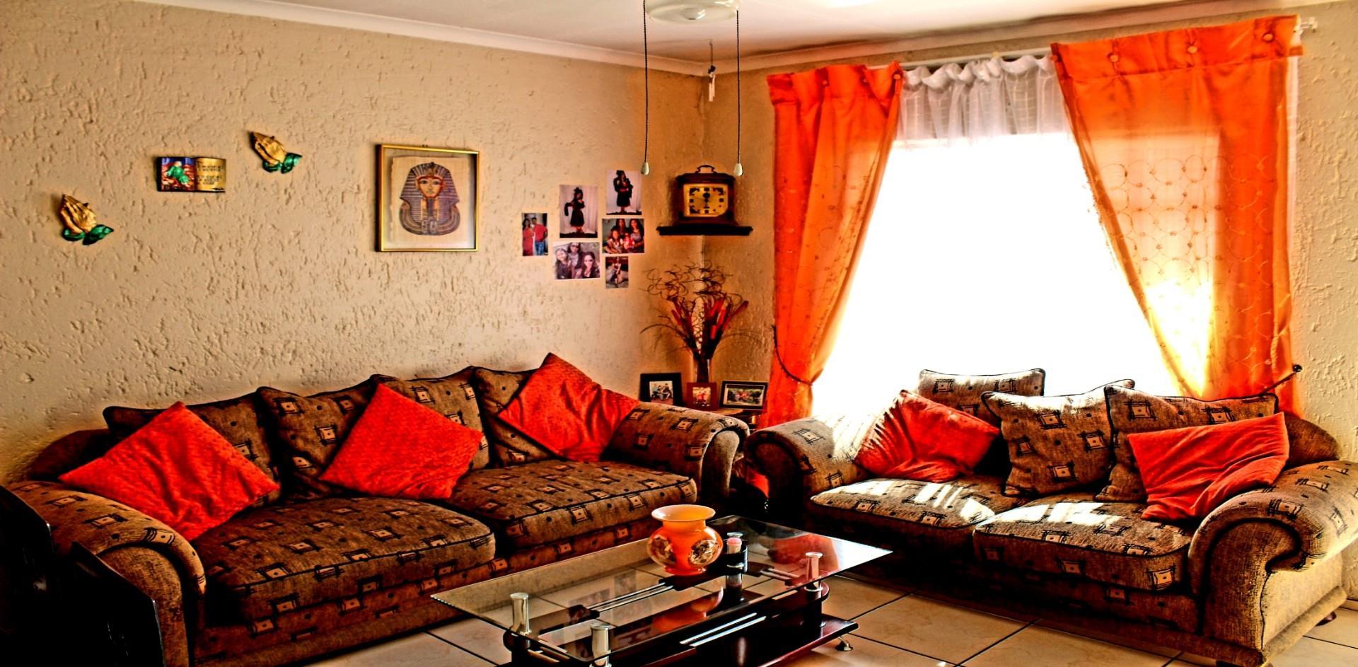 , Townhouse, 2 Bedrooms - ZAR 580,000