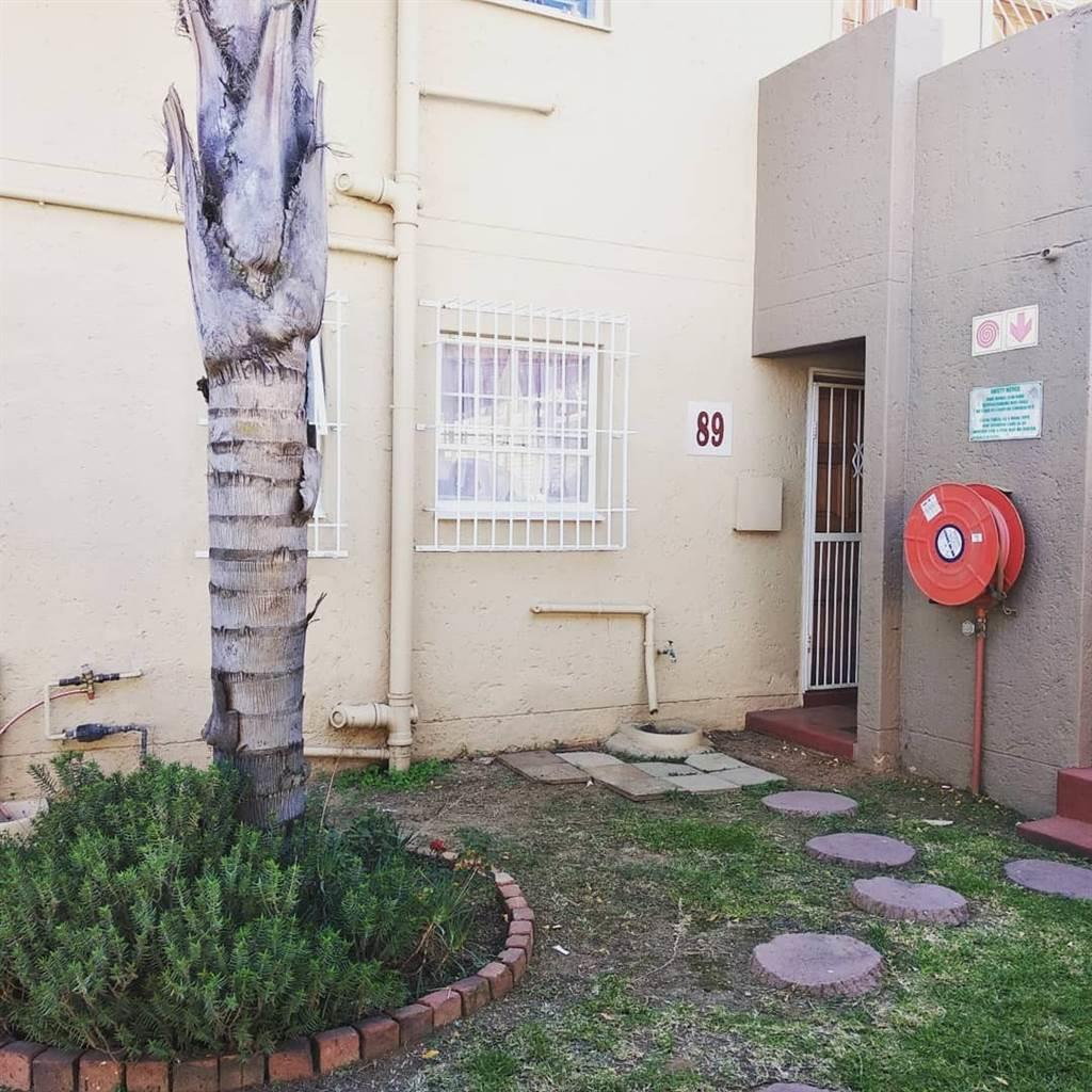 , Apartment, 3 Bedrooms - ZAR 880,000