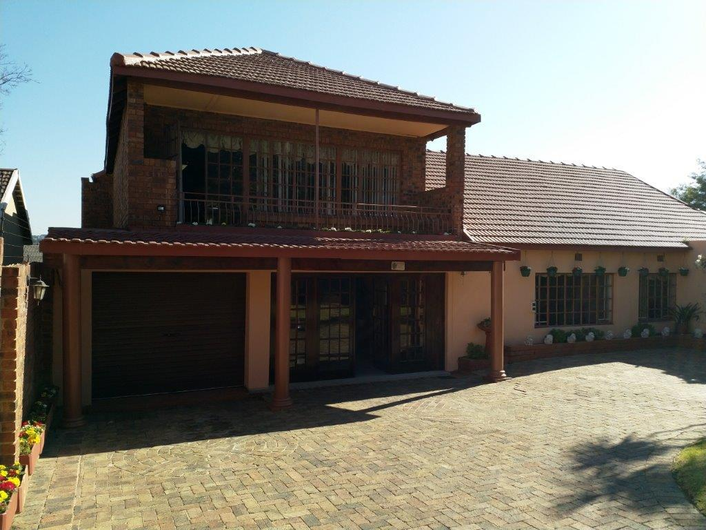 , House, 6 Bedrooms - ZAR 2,400,000