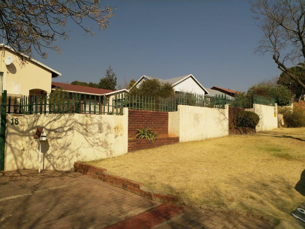 , House, 4 Bedrooms - ZAR 1,699,000