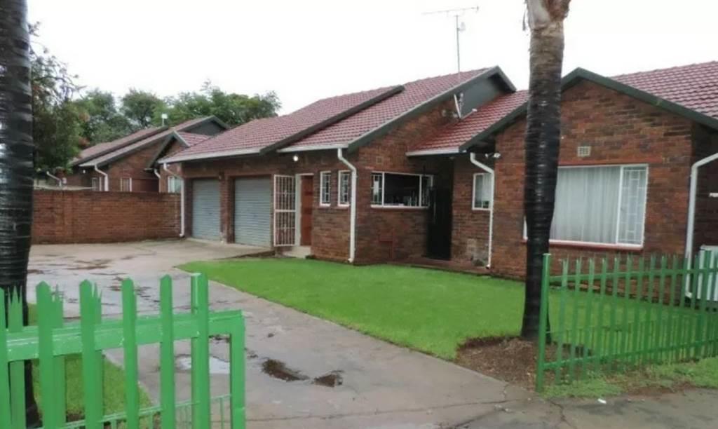, Townhouse, 3 Bedrooms - ZAR 1,050,000