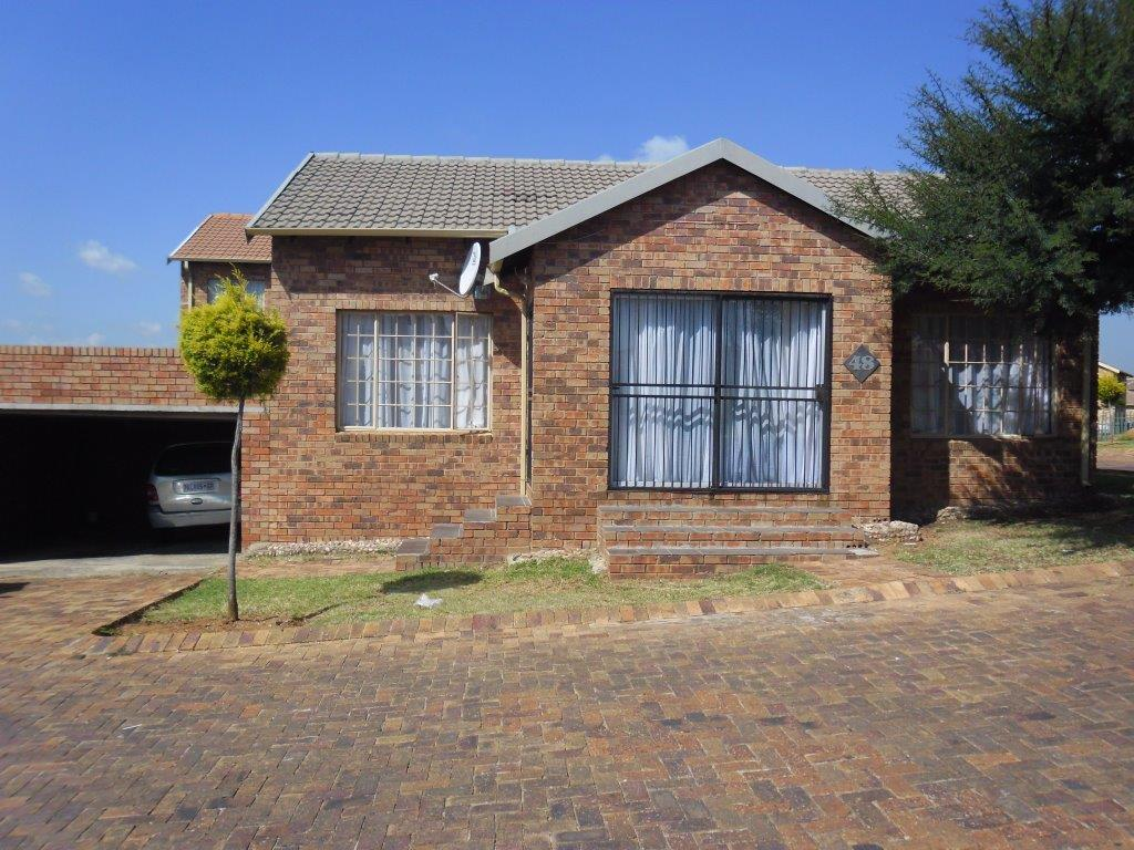 Alberton, South Crest Property  | Houses To Rent South Crest, South Crest, Townhouse 3 bedrooms property to rent Price:, 10,00*