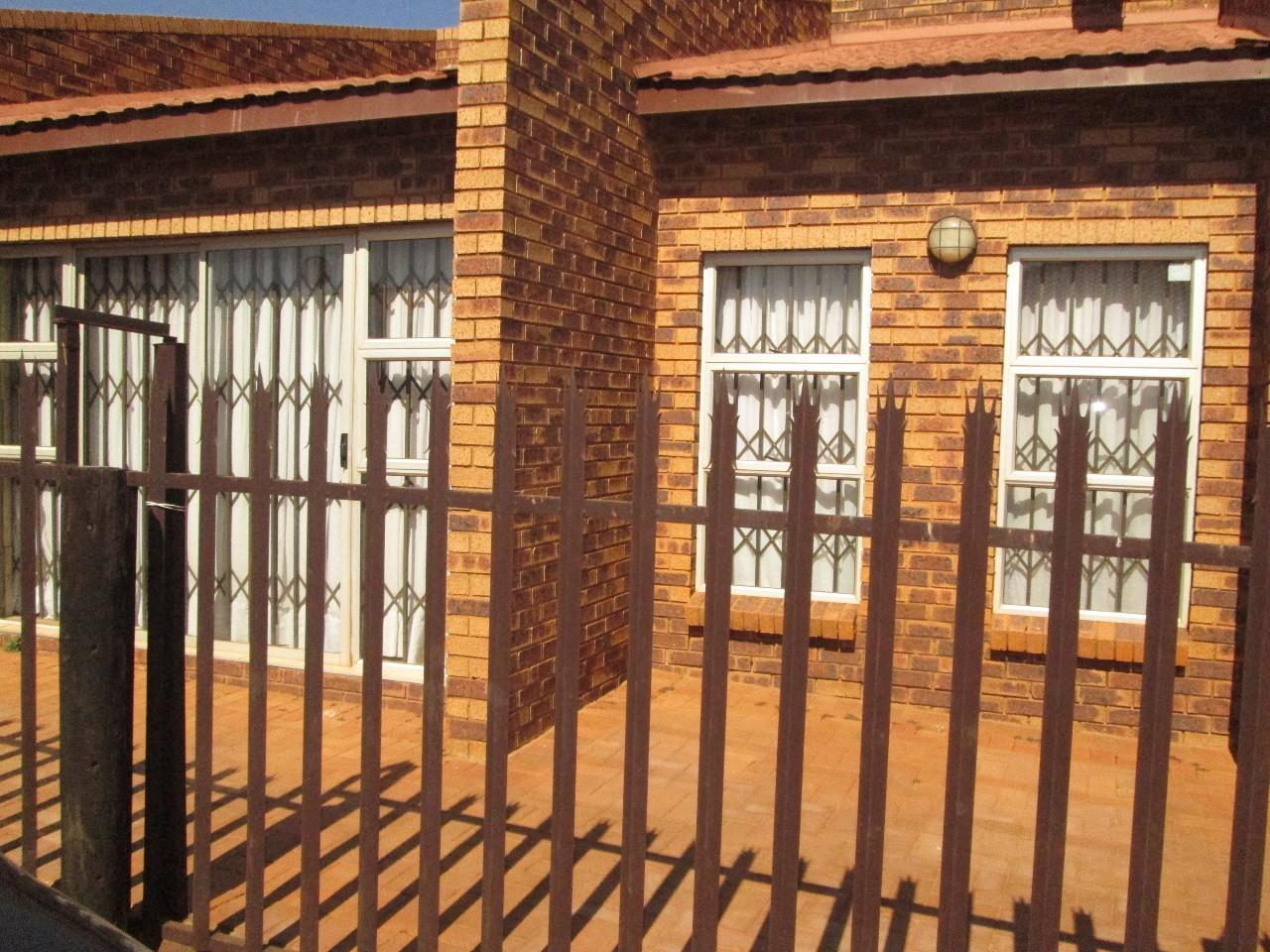 Benoni, Etwatwa Property    Houses To Rent Etwatwa, Etwatwa, House 3 bedrooms property to rent Price:,  4,00*