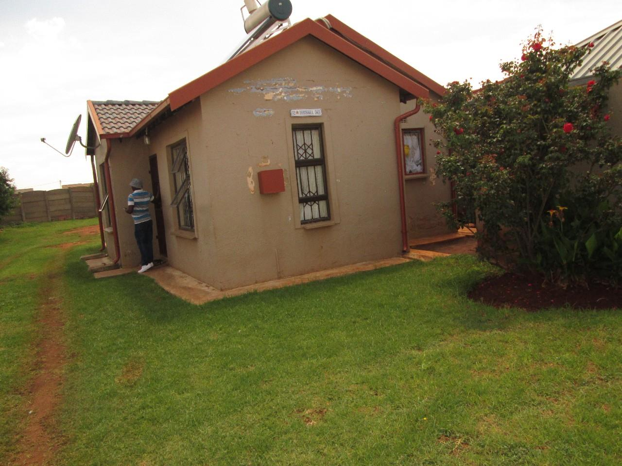 Boksburg, Vosloorus Property  | Houses To Rent Vosloorus, Vosloorus, House 2 bedrooms property to rent Price:,  4,00*