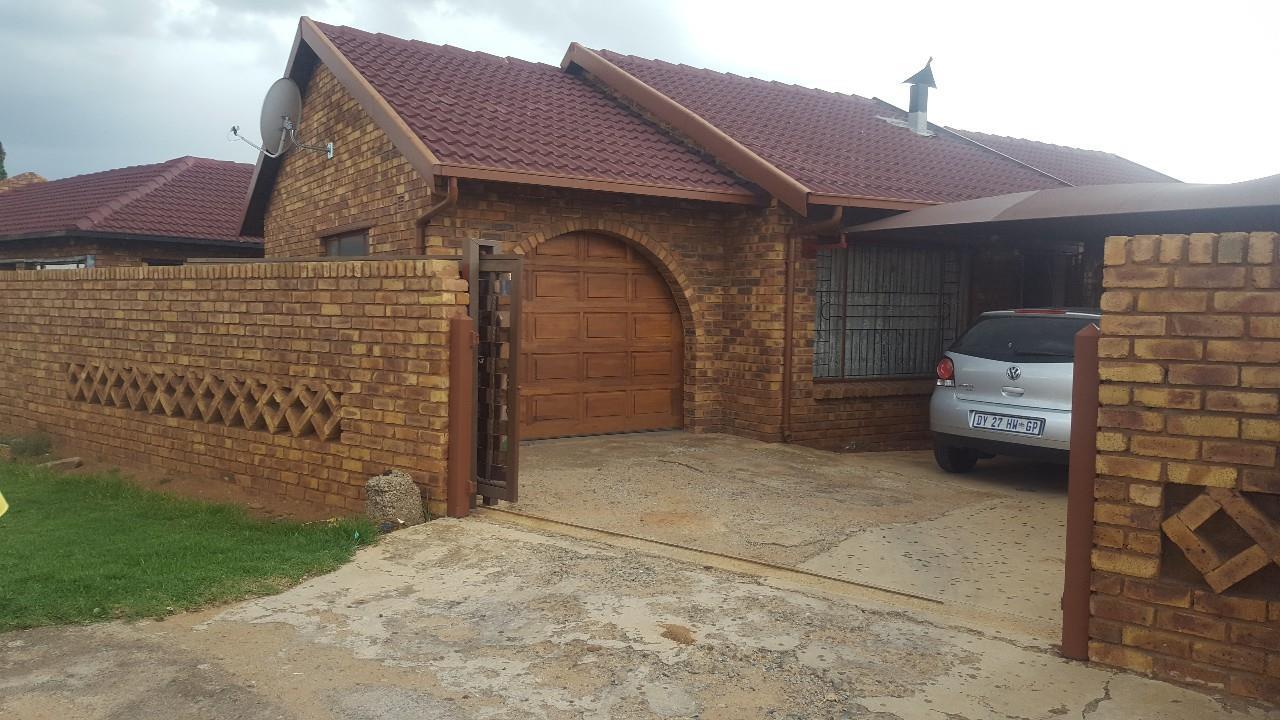 Benoni, Daveyton Property  | Houses For Sale Daveyton, Daveyton, House 3 bedrooms property for sale Price:700,000