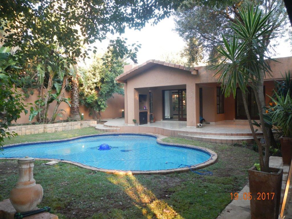 Sandton, Douglasdale Property  | Houses For Sale Douglasdale, Douglasdale, Cluster 3 bedrooms property for sale Price:2,695,000