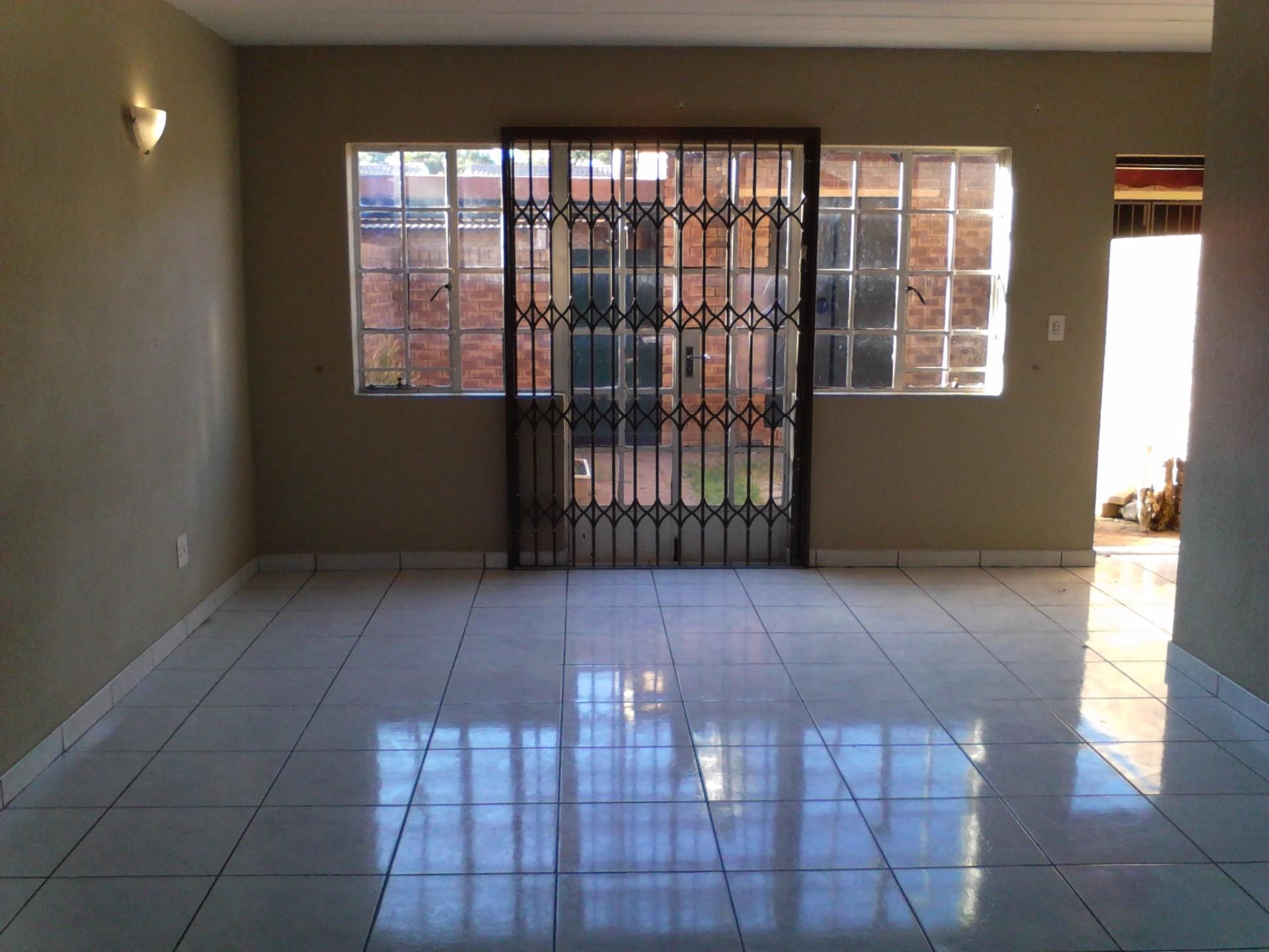 Roodepoort, Weltevredenpark Property  | Houses To Rent Weltevredenpark, Weltevredenpark, Townhouse 2 bedrooms property to rent Price:,  7,00*