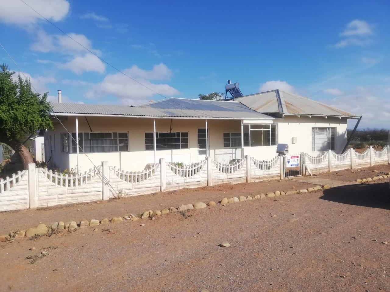 4 bedroom House in Steytlerville | RE/MAX