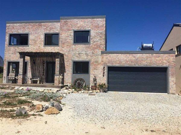 Property and Houses for sale in Bettys Bay, House, 4 Bedrooms - ZAR 2,500,000