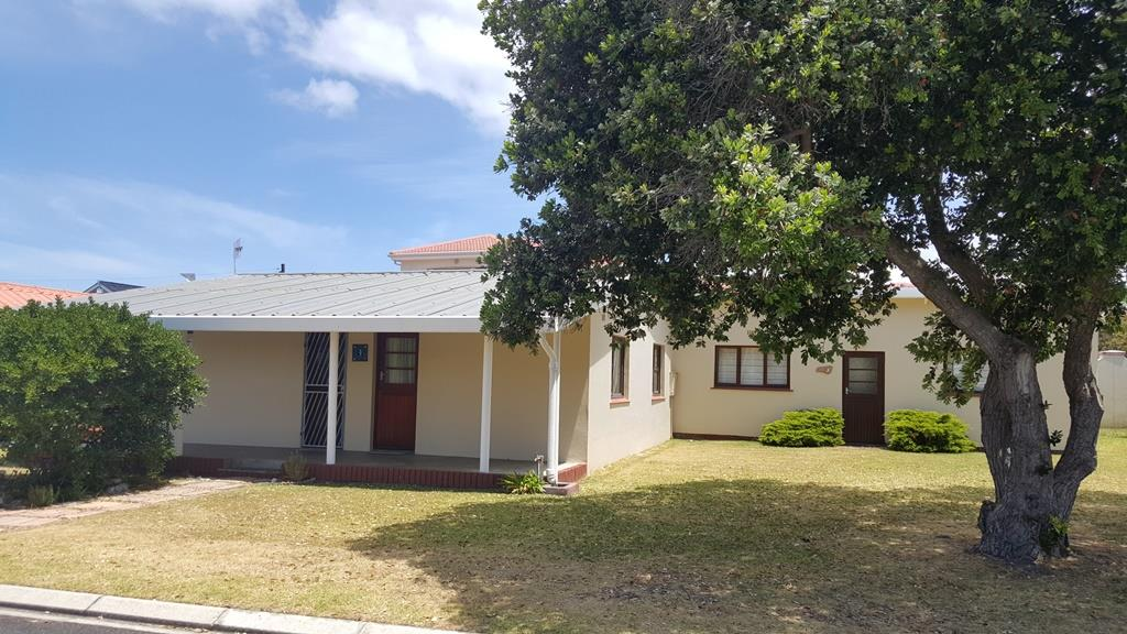 Property and Houses for sale in Kleinmond, House, 2 Bedrooms - ZAR 1,700,000
