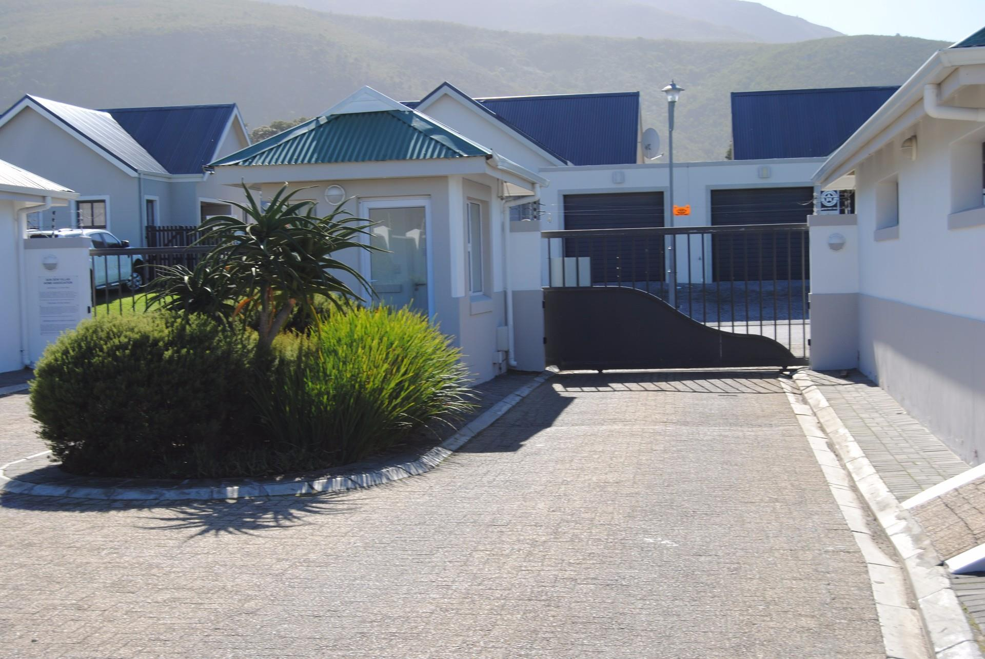 Sandbaai property for sale. Ref No: 13478015. Picture no 8