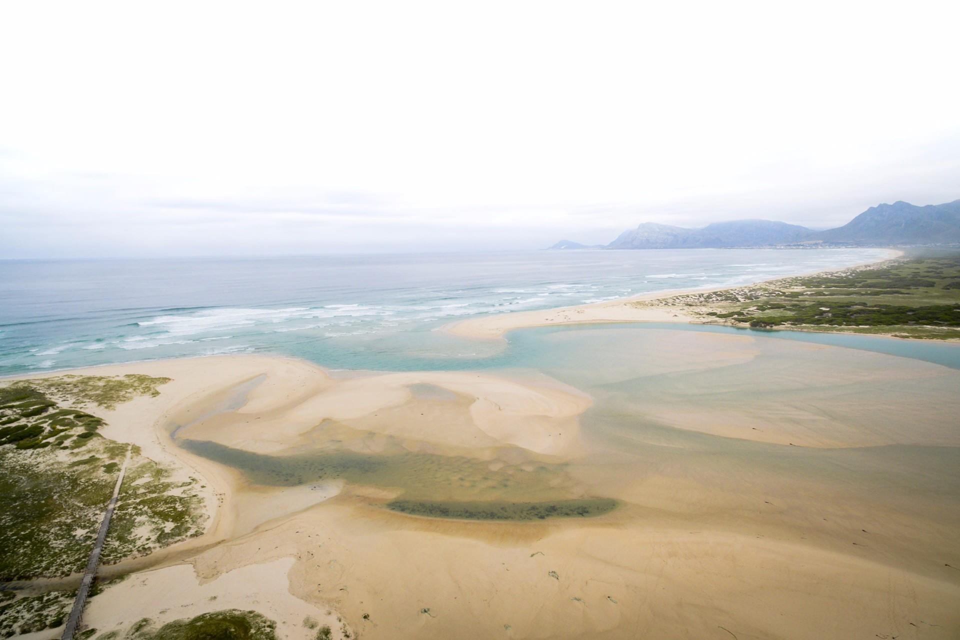 Flamingo Bay property for sale. Ref No: 13500353. Picture no 5